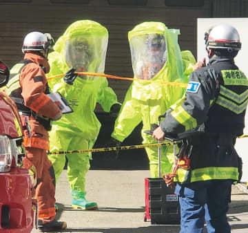 出動した現場で作業する消防隊員=写真提供・笠間昇さん(綾瀬市)11日・海老名市中央で撮影