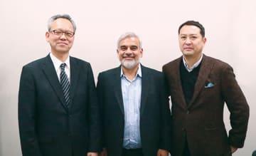 左からSCSKの河野昇理事、米シスディグのスレッシュ・ヴァスデヴァンCEO、シスディグ日本法人の西岡正マネージングディレクター