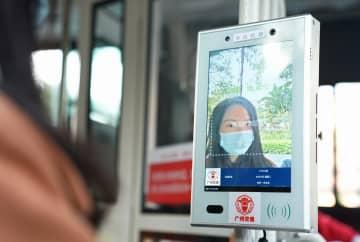 路線バス乗車時に顔認証で検温、最短1秒 広東省