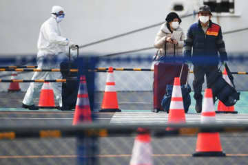 Two of the hundreds of people allowed to leave the Diamond Princess after testing negative for the new coronavirus.