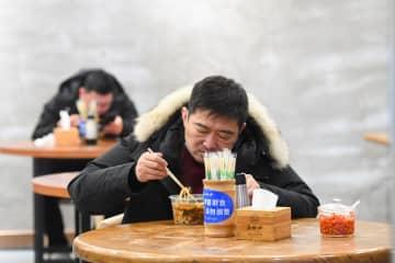 米粉店が営業再開 客にマスク着用求める 湖南省
