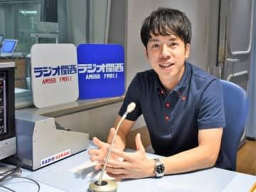 ラジオ関西の春名優輝アナウンサー。最近は麦焼酎のソーダ割(麦ソー)にはまっているそうで……。(写真:ラジオ関西)