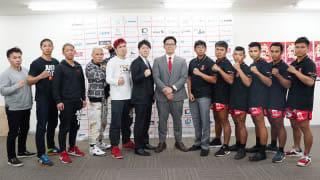 左から殿、ジョー、真虎斗、東、長島の関西チーム5名。右から5名がミャンマーチームの選手たちだ