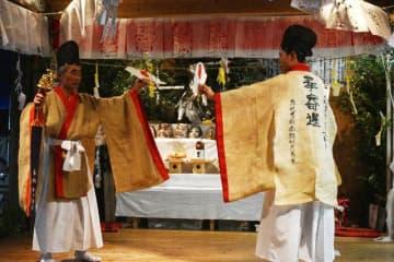 桂大神楽 狩衣新しく 諸塚神社、5年ぶり奉納