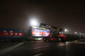 雲南省から特別列車出発 湖北省咸寧市に農産物を寄贈