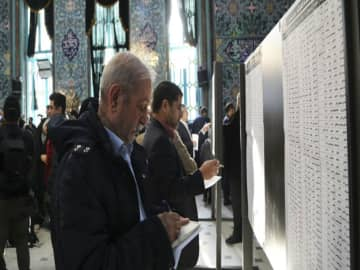 US sanctions Iranian officials for barring candidates
