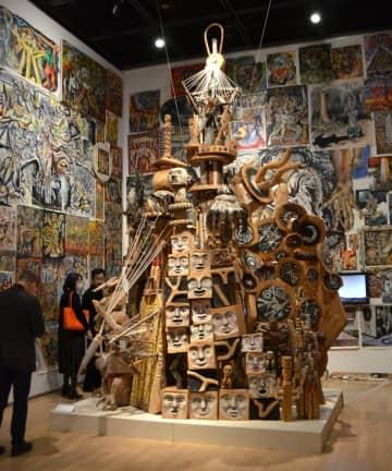 岡本太郎賞を受賞した野々上聡人さんの作品「ラブレター」=川崎市多摩区の市岡本太郎美術館