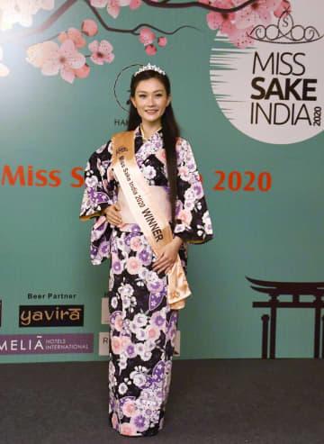 インド初の「ミス日本酒」に選ばれたウパスナ・グルングさん=21日、ニューデリー(共同)