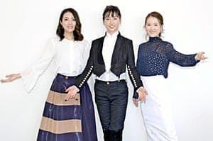 来場を呼び掛ける(左から)沢希さん、美翔さん、妃乃さん