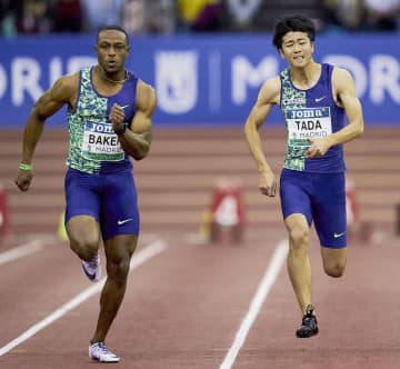 男子60メートル決勝 6秒56の自己ベストで4位の多田修平。左は優勝したロニー・ベーカー=マドリード(共同)