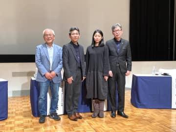 左から青柳正規、長谷川一英、AKI INOMATA、前田育男