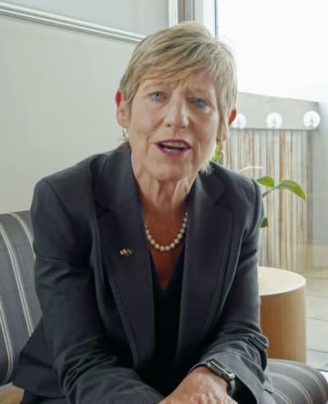 ニュージーランド・クライストチャーチ市役所で取材に応じるダルジール市長=21日(共同)