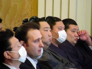 伊東監督お別れの会に参列した(左から)伊勢ケ浜親方、鳴戸親方、徳勝龍、北勝陽、元林