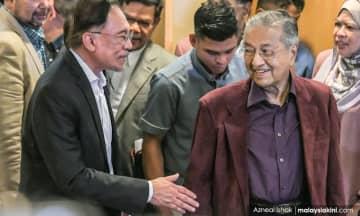 Beri Dr M ruang, Anwar sedia tunggu - Mujahid