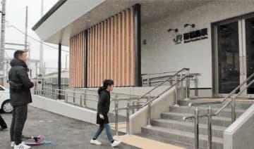 木漏れ日をイメージした南福島駅の新駅舎