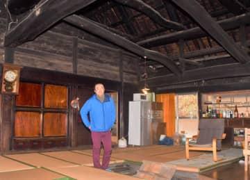 住民が集う場を目指して、古民家の改修へ意気込む岩隈大樹さん