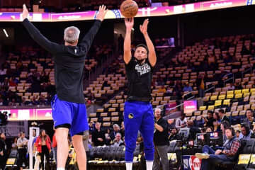 Warriors' Stephen Curry cleared for contact, targets March return