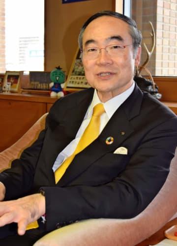 全国知事会での取り組みなど語る徳島県知事の飯泉嘉門会長=6日、徳島県庁