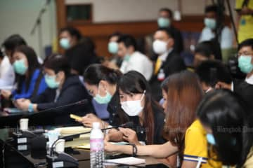 Reporters wearing protective masks wait for a press briefing on the coronavirus outbreak at the Public Health Ministry on Feb 3, 2020. (Photo by Apichart Jinakul)