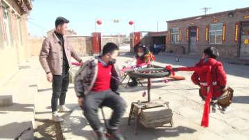 まるで公園 内モンゴルの農家、自宅の庭に遊び場作る
