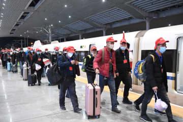 「特別列車」、貧困脱却の希望を乗せて職場復帰を支援