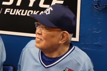 2019年のヤクルトOB戦に出場した野村克也さん【写真:荒川祐史】