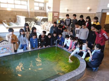 地元小学生プロデュースの日替わり風呂