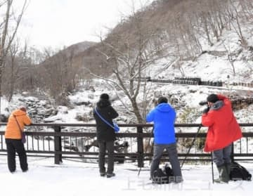 冬の魅力をパチリ 県内外の写真愛好家がツアー 嬬恋