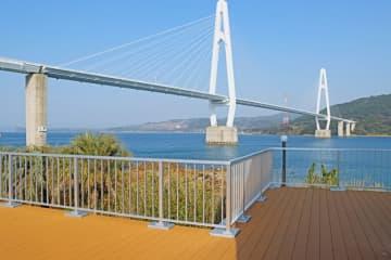 リニューアルされた展望デッキ=西海市大島町、大島大橋公園