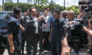 Anwar: Dr M tak terlibat, namanya digunakan orang dalam dan luar parti