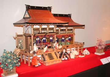 個性豊かなひな飾りが会場を彩る特集展=長崎市、長崎歴史文化博物館