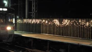 暗い駅前彩る竹明かり 西鉄味坂駅ライトアップ 小郡市
