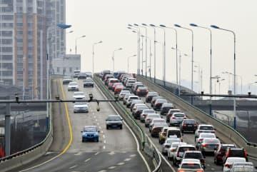 操業再開で通勤ラッシュが「復活」 山東省済南市