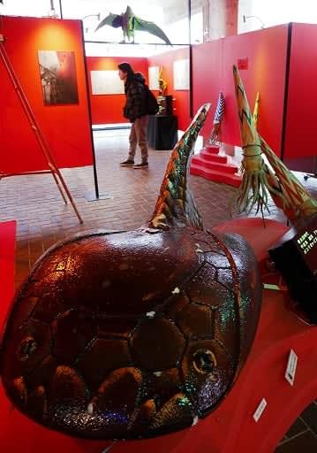 大阪万博開催当時、太陽の塔内部で展示されていた生物模型=24日、吹田市の万博記念公園