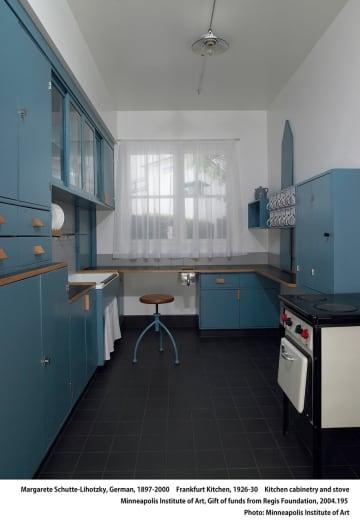 家事の合理化を追究して誕生した「フランクフルト・キッチン」(横浜市民ギャラリーあざみ野提供)