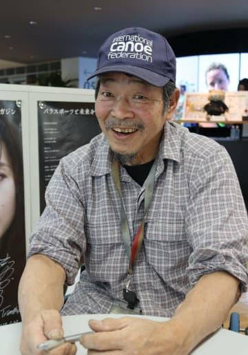 「人間って助け合って生きている。障害者やから健常者やからという理由はつけんでええやん」と語る吉田さん(東京都港区・日本財団パラリンピックサポートセンター)
