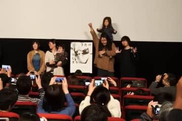 """「""""うた""""は僕にとって、自然なものになりました」 写真家・齋藤陽道のドキュメンタリー映画『うたのはじまり』、ファミリー4人で笑顔の初日舞台挨拶開催!"""