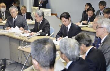 新型コロナウイルス感染拡大を受け開かれた北海道の対策本部会議=25日午後、北海道庁
