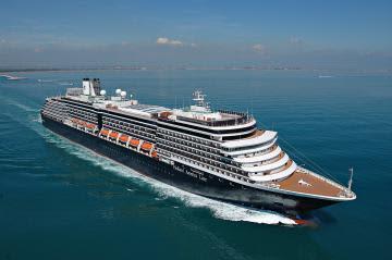 本県への寄港が中止となったホーランド・アメリカ・ライン社のクルーズ船「ウエステルダム」(県提供)