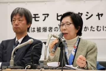 記者会見で「心が折れた」と話す内藤さん(右)=東京、参院議員会館