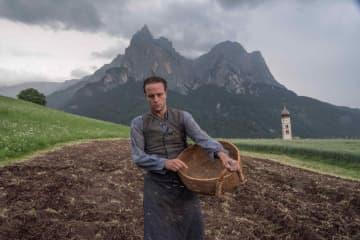 ナチスへの忠誠を拒んだ農夫の物語『名もなき生涯』 テレンス・マリック初の実話映画化