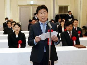 受賞者を代表して謝辞を述べる岡山シーガルズの河本昭義監督