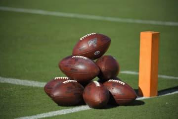 フィールドに置かれたフットボール【AP Photo/Mark J. Terrill】