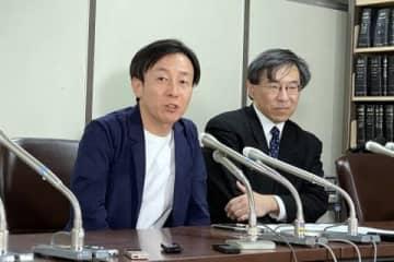 東京高裁判決を受けて東京・霞が関の司法記者クラブで会見するサイボウズ・青野社長(左)と代理人の作花弁護士(2020年2月26日、弁護士ドットコムニュース撮影)