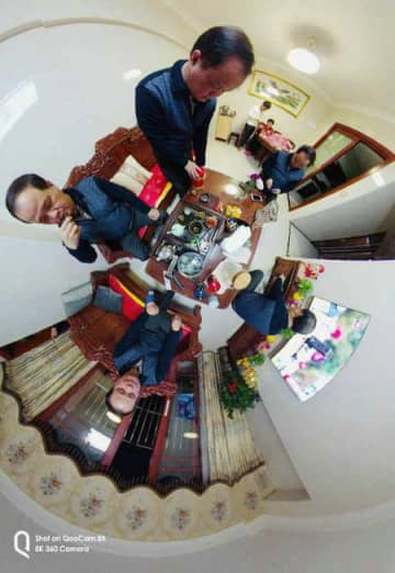 A screenshot from a Hong Kong resident's video clip in which he uses a panoramic camera to record his life at home on Feb 9. [Photo provided to China Daily]