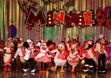 東京ディズニーランドで開催中のミニーマウスが主役のショー「イッツ・ベリー・ミニー!」=浦安市