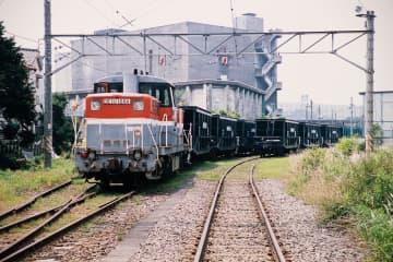 姿を消すことになった国内最後の石炭列車=川崎市川崎区