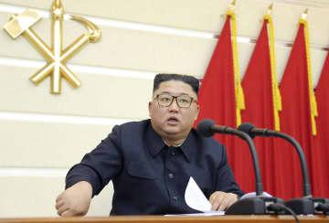朝鮮労働党の政治局拡大会議を指導する金正恩党委員長。朝鮮中央通信が29日報じた(朝鮮通信=共同)