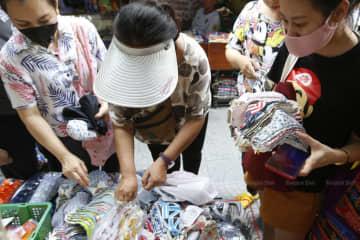 People choose washable cloth masks sold from 25-70 baht each at Talat Sampheng in Bangkok on Monday. (Photo by Pornprom Sattrabhaya)