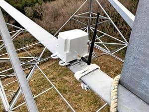 送電鉄塔に設置された子機